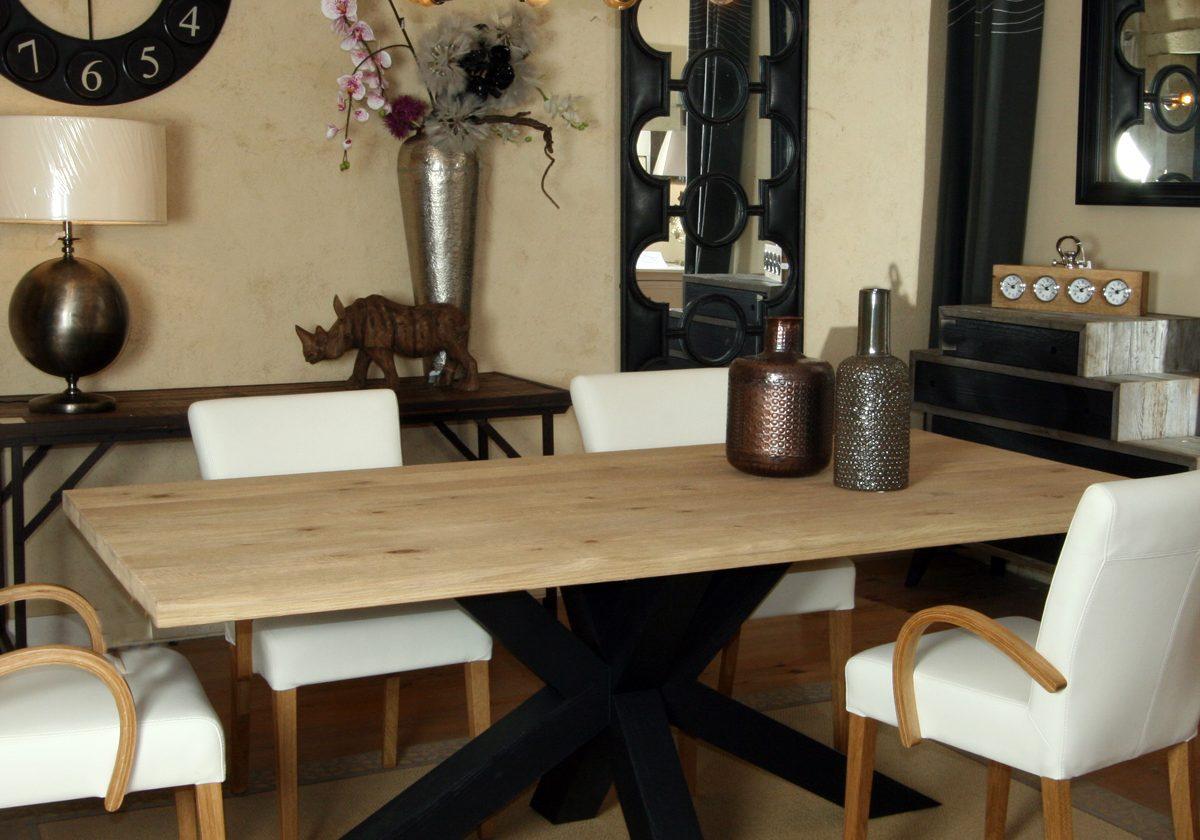 table repas plateau ch ne pi tement asym trique l 39 atelier du moulin de provence. Black Bedroom Furniture Sets. Home Design Ideas