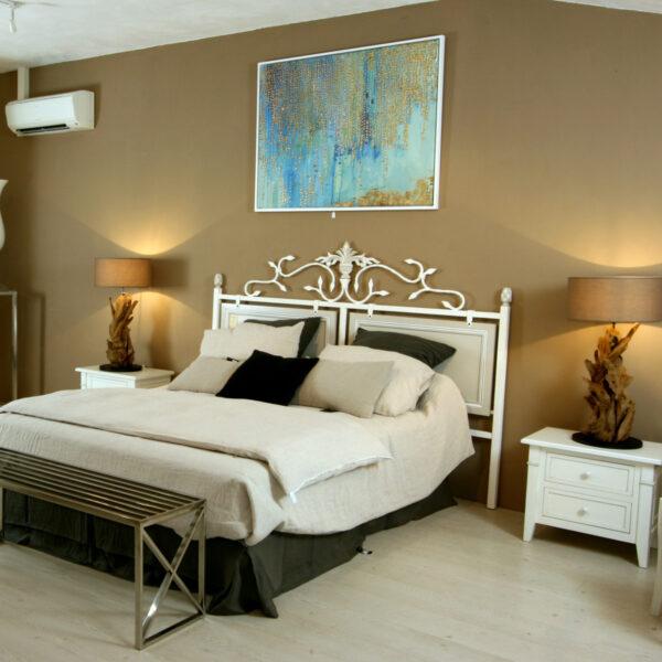Nous vous proposons aussi un grand choix de rideaux, jetés de lit, housses de couettes, coussins etc ...