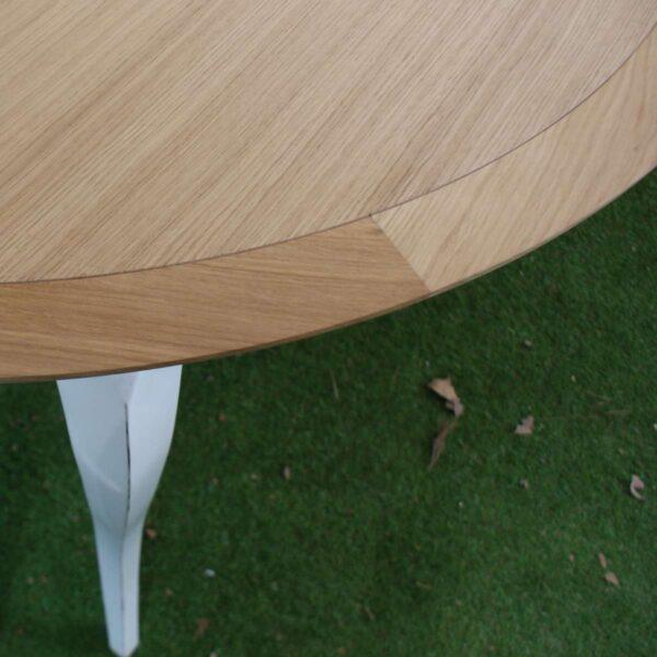 Table repas ronde pieds galbés ______ T209
